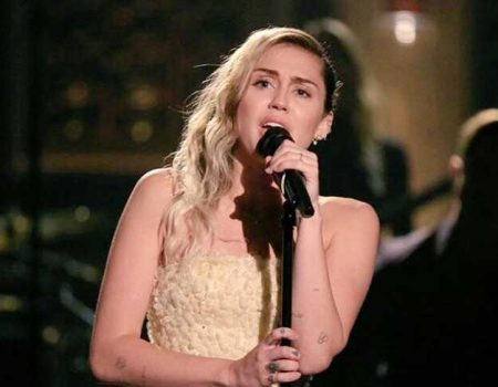 Miley Cyrus apresenta 'The Climb' e 'No Freedom' no Jimmy Fallon – assista!