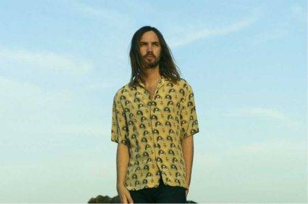 "Tame Impala anuncia álbum e lança inédita; ouça ""It Might Be Time"""