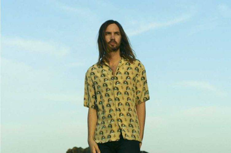 "Tame Impala lança novo single; ouça ""Lost In Yesterday"""