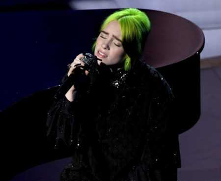 "Billie Eilish canta ""Yesterday dos Beatles com o irmão Finneas no Oscar 2020"