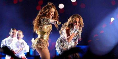 Assista ao show da Shakira e Jennifer Lopez no intervalo do Super Bowl 2020