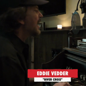 "Eddie Vedder toca ""River Cross"", do Pearl Jam no ""One World: Together At Home"""
